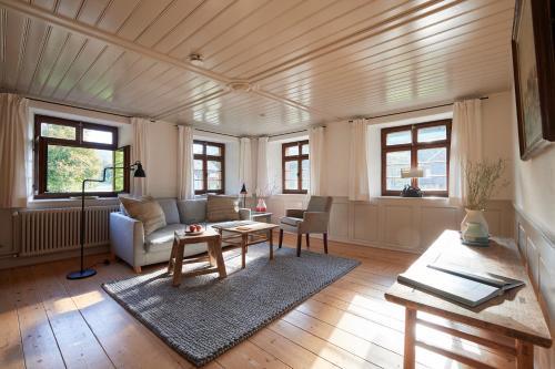 Historisches Landgasthaus zur Linde - Hotel - Münstertal