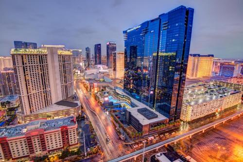 Penthouse Suite with Strip View at The Signature At MGM Grand - Accommodation - Las Vegas