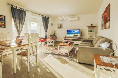 . Elegant Sophia's Apartment