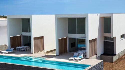 CARAIBAS modern air-conditioned vacation home for architectural design lovers