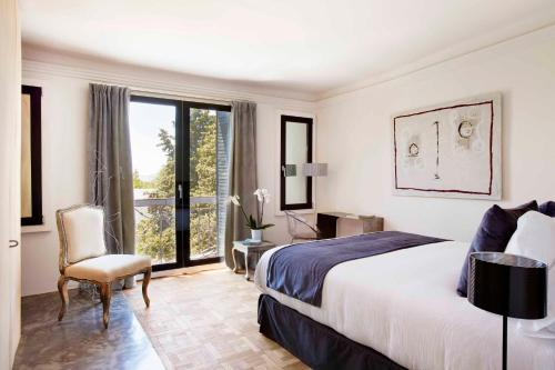 Superior Double Room with Balcony Box Art Hotel - La Torre 3