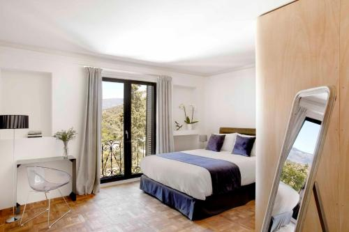 Superior Double Room with Balcony Box Art Hotel - La Torre 1