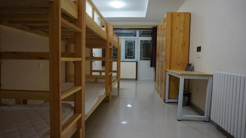 Single Bed in 6-Bed Female Dormitory Room with Shared Bathroom