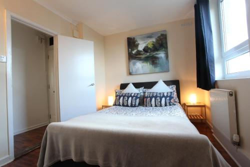 Chelsea Off Kings Road One Bedroom Apartment With Balcony