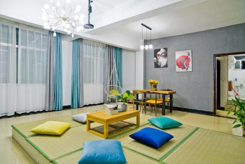 . Summer Time Homestay-Fenghuang Old Town