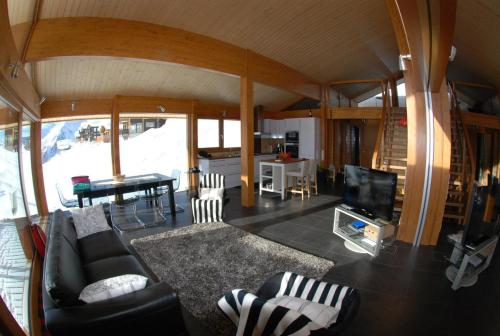 Chalet con 3 Camere da Letto (Three-Bedroom Chalet)