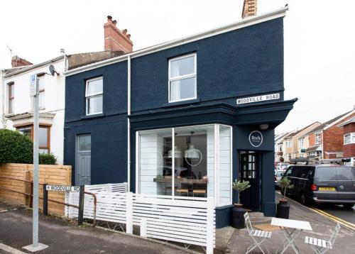 Beautiful Two Bed Mumbles Flat - With Parking Space
