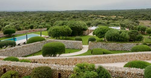 Spain, Cami Forana, 236, 07712 Mahón, Spain.