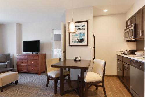 Homewood Suites by Hilton Burlington - Hotel