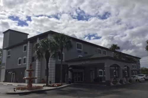 Days Inn & Suites By Wyndham Bonita Springs North Naples