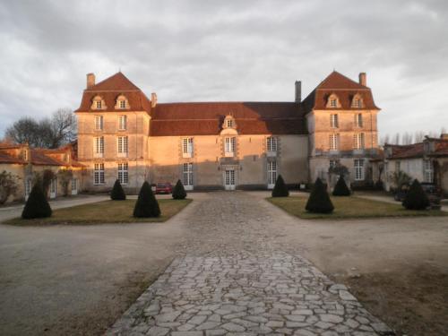 Kasteel-overnachting met je hond in Chambres d'Hôtes et Gîtes du Château de Clauzuroux - Champagne-et-Fontaine
