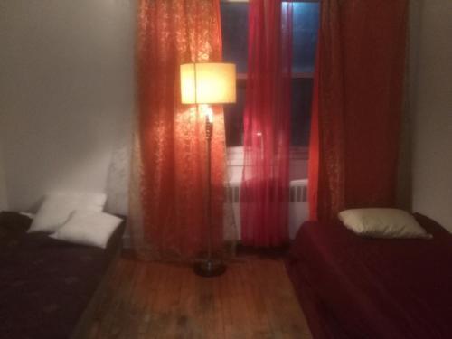 Cheap share room downtown montreal (B&B)
