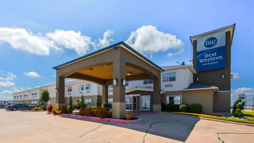 . Best Western Clubhouse Inn & Suites