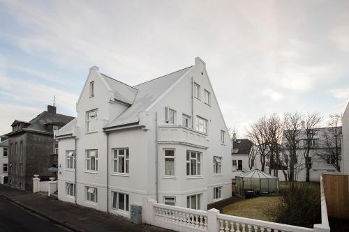 Bárugata 11, 101 Reykjavík, Iceland.