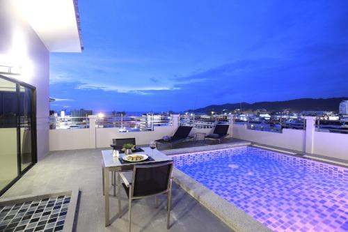 Two-Bedroom Penthouse with Pool