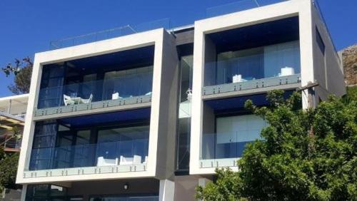 Gordon's Shore Luxury Apartments