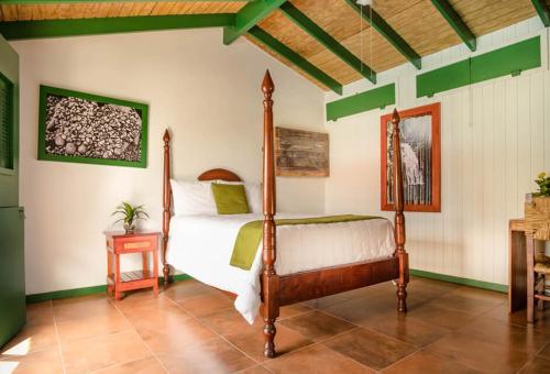 Hacienda Juanita - Photo 4 of 44