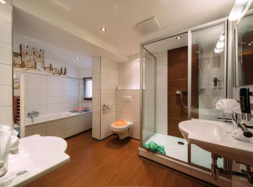 Family Suite (2 Adults + 3 Children) G