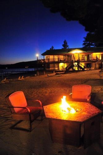 Mourelatos Lakeshore Resort - Accommodation - Tahoe Vista
