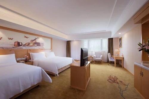 Vienna Hotel Shanghai International Tourist Resort Xiuyan Road Metro Station Branch