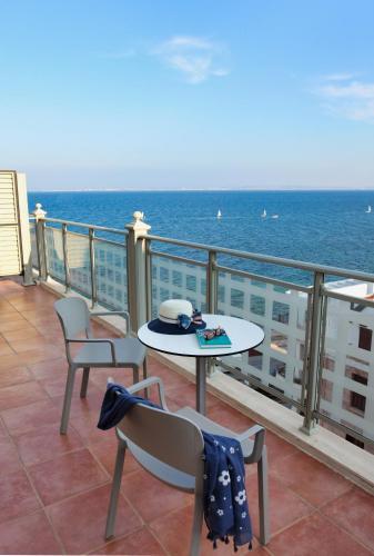 2, Eugenia Chandris str, Chios Town, 821 32 Chios, Greece.