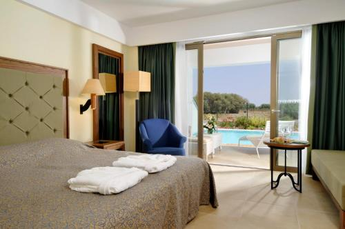 Superior Deluxe Double Room with Shared Pool