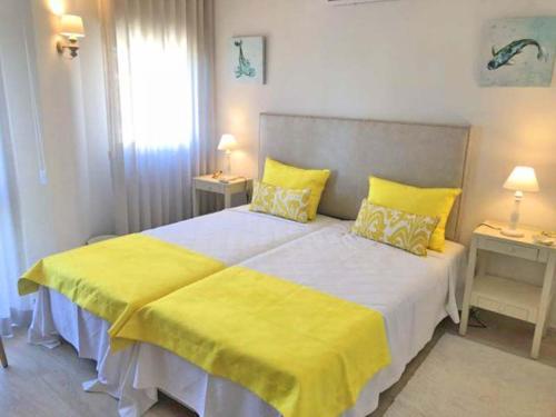 Vale Do Lobo Villa Sleeps 6 Air Con Wifi T689257 - Photo 4 of 9
