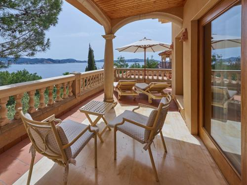 Deluxe Suite with Sea View Hotel Petit Cala Fornells 7