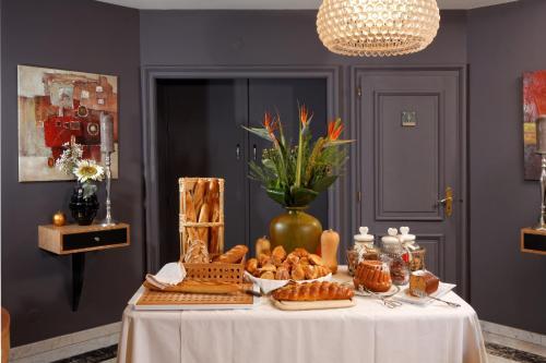 . Hotel Restaurant Crystal - Room Service Disponible