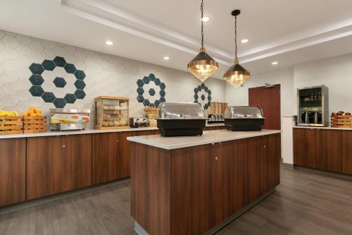 Days Inn & Suites by Wyndham Sherwood Park Edmonton - Sherwood Park, AB T8H 0N3