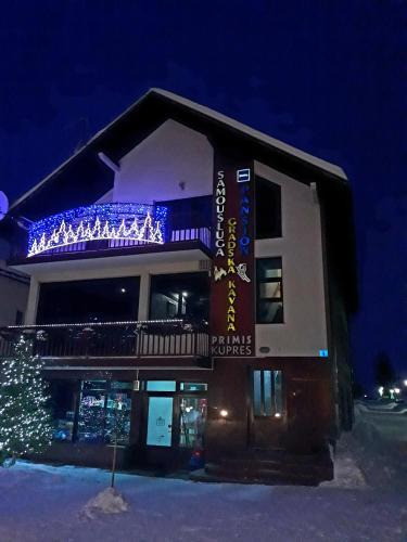 Gradska Kavana Guest House (B&B)