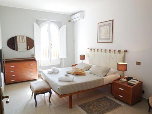 Close to the Spanish Steps, WIFI, A-C, 2 bedrooms