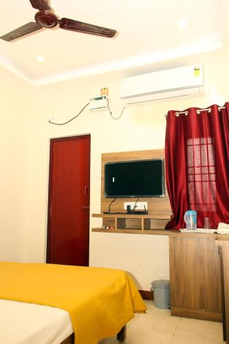 A-HOTEL com - Hotel ZHANANA Inn, inn, Dindigul, India - price