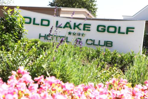 . Old Lake Golf Hotel