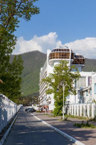 . Cruise Hotel