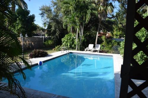 Home In The Heart Of Miami - Miami, FL 33166