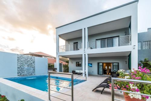 Waters Edge Villas By Bay Gardens Resorts