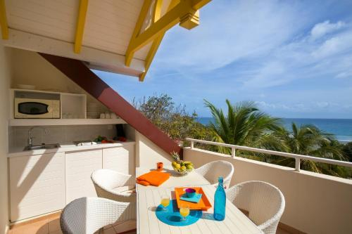 Standard Two-Bedroom Apartment with Sea View (6 People)