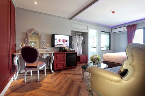Premier Double Room Street View with Spa Bath