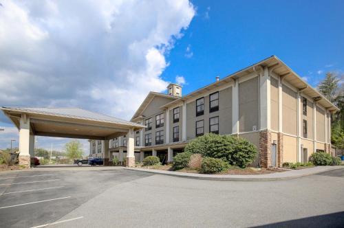 Quality Inn&Suites University - Hotel - Boone