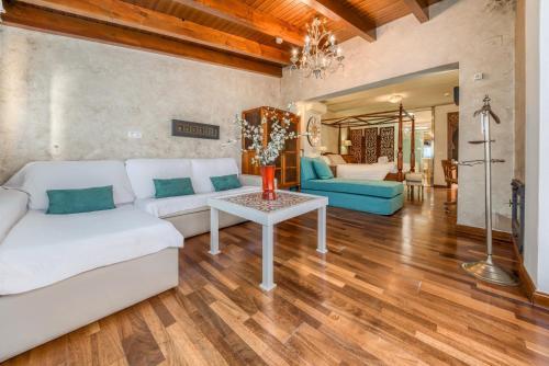 Suite Hotel Argantonio 1