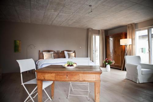 Le Coq Chantant B&B and Boutique Hotel St-Livres - Accommodation - Saint-Livres