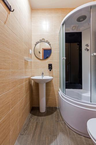 Номера на Гончарной Двухместный номер с 1 кроватью и собственной ванной комнатой