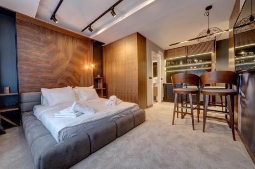 Black Pearl Luxury Suites