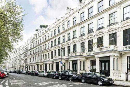 Picture of Cleveland Square Mansions