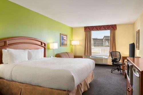 Days Inn & Suites by Wyndham Thompson - Thompson, MB R8N 2B5