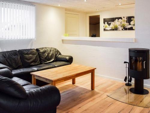 Four-Bedroom Holiday home in Ringkøbing 13 in Klegod