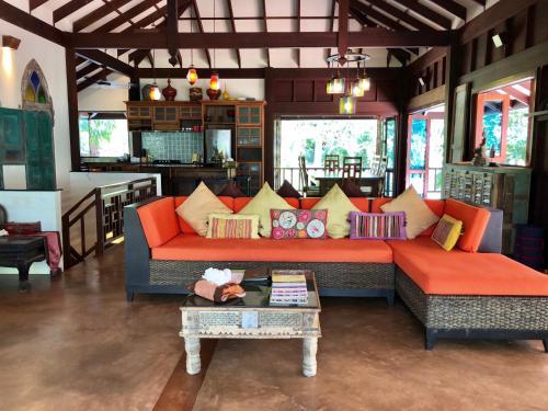 320/29 M. 3, T. Koh Sriboya Nua Klong, Krabi 81130, Thailand.