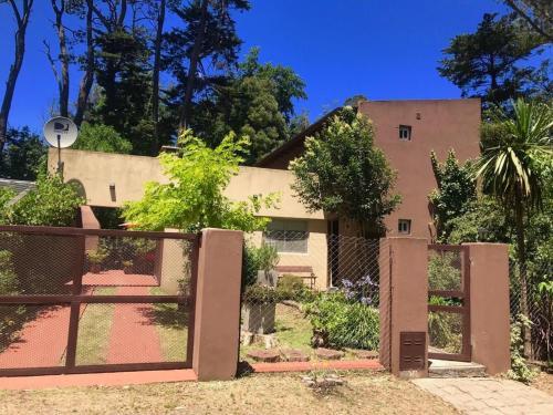 Los 3 Gringos Casa Bosque P Ramos