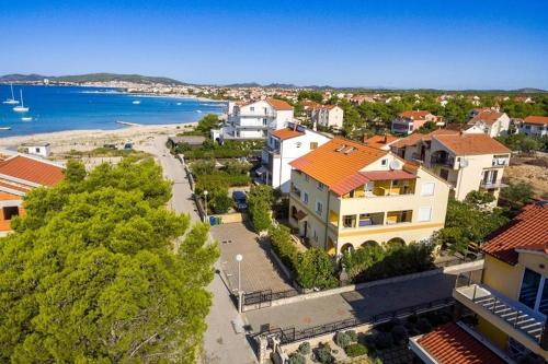 Apartament z widokiem na morze Apartment in Vodice with sea view, balcony, air conditioning, Wi-Fi (4608-3)